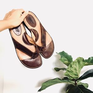🆕 Listing! Born leather supportive sandals